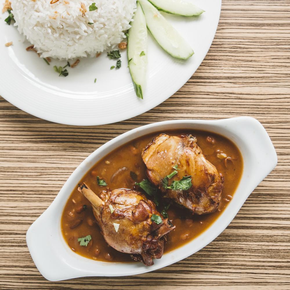 WMbruine-bonen-met-kip-en-rijst